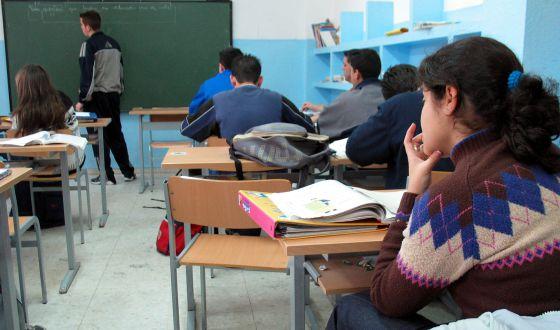 Alumnos en el aula de un centro concertado de Dos Hermanas (Sevilla). / GARCÍA CORDERO. Fuente: El País