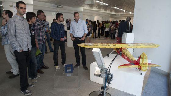 Un aspecto de la Feria de los Inventos en la Universidad Politécnica de Valencia. / JOSE JORDÁN