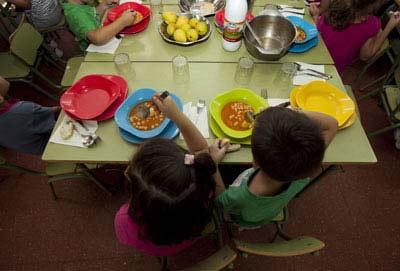 Niños en un comedor escolar. REYES SEDANOR.S Fuente: Diario Público